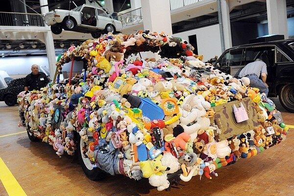 pawel-wocial-spirit-of-ecstasy-zkm-exhibition-car-sculpture.